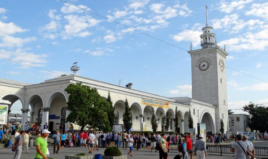 Железнодорожный переезд из Симферополя в Москву